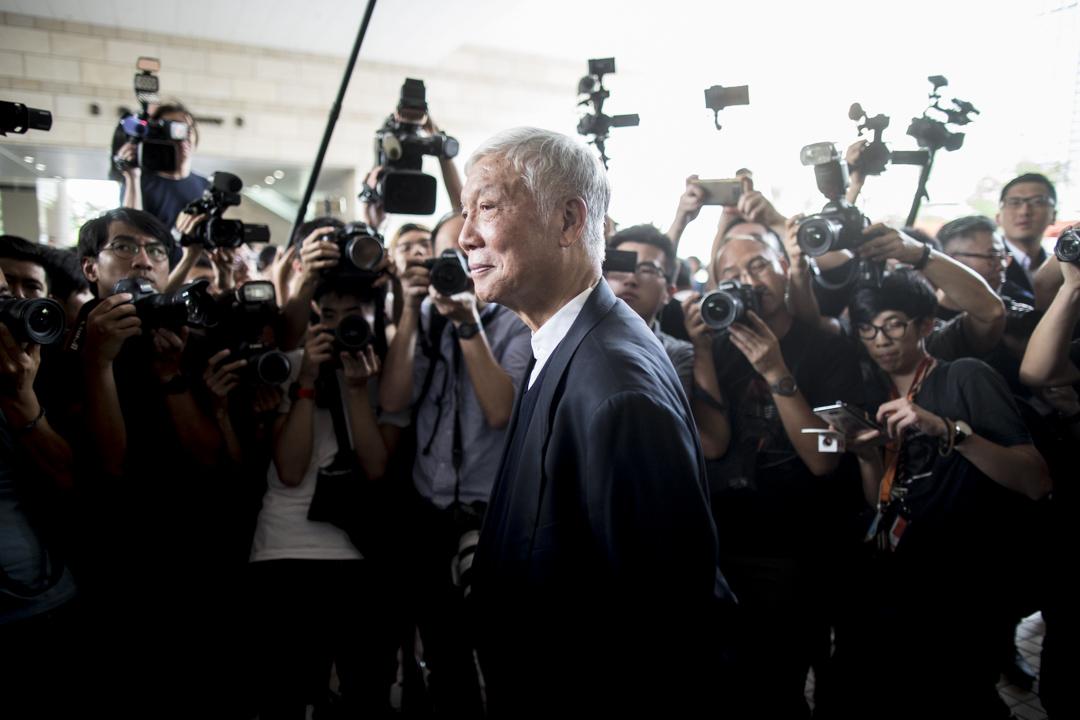 2019年4月9日,佔中九子案判決,被告之一朱耀明牧師離開法院。