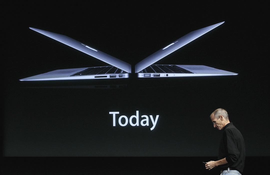 Steve Jobs串通Google、Intel、Adobe與他自己的Apple等四家公司,互相口頭約定不挖角對方員工,以避免漫天喊價致使公司人事費用水漲船高。