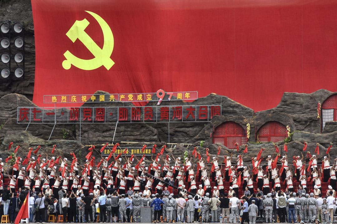 2018年6月29日,陝西延安,1000多名中國幹部參與「黃河大合唱」,慶祝中國共產黨成立97週年。 攝:VCG via Getty Images