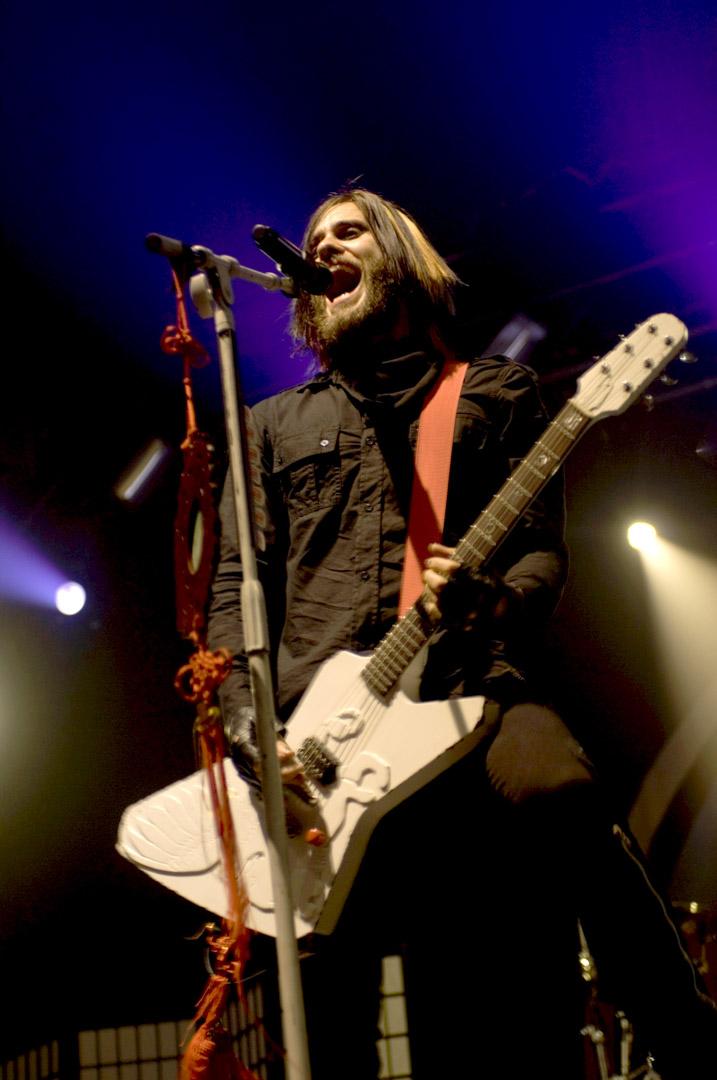 Jared Leto是搖滾團體30 Seconds to Mars的成員。樂團曾在法庭上成功以「七年條款」逃過賠到脫褲的天價違約金,和EMI庭外和解並重簽新約。