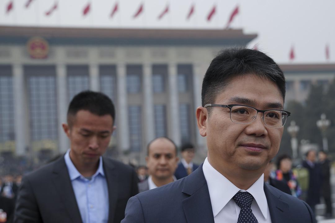 2018年3月3日,劉強東出席全國政協開幕式。