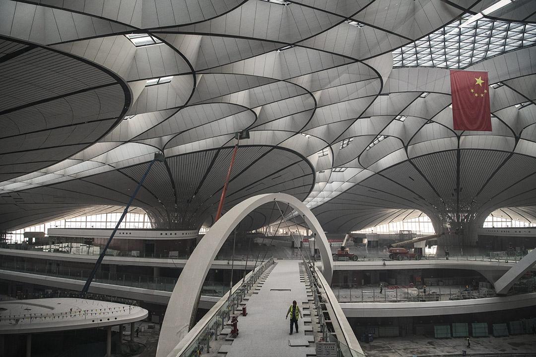 2019年3月1日,中國建築工人在新建的北京大興國際機場工作。