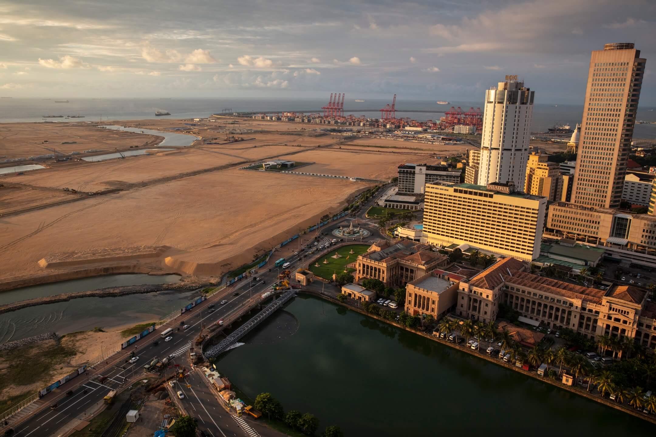 漢班托塔(Hambantota)是斯里蘭卡南部一個布局零亂的行政區,這個人口稀少的地區,卻擁有全斯里蘭卡規劃最完善的公共設施,不過區內最珍貴的資產,是一座由中國控制的港口。 攝:Paula Bronstein/Getty Images