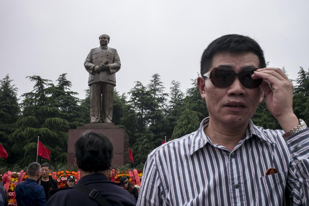2019年,湖南韶山,毛澤東銅像廣場上的中國人。