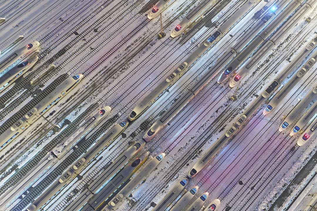 高鐵覆蓋中國,促進了各區域的融合,這是政府投資的公共交通設施,中國鐵路總公司為此已經負債了五萬億人民幣。