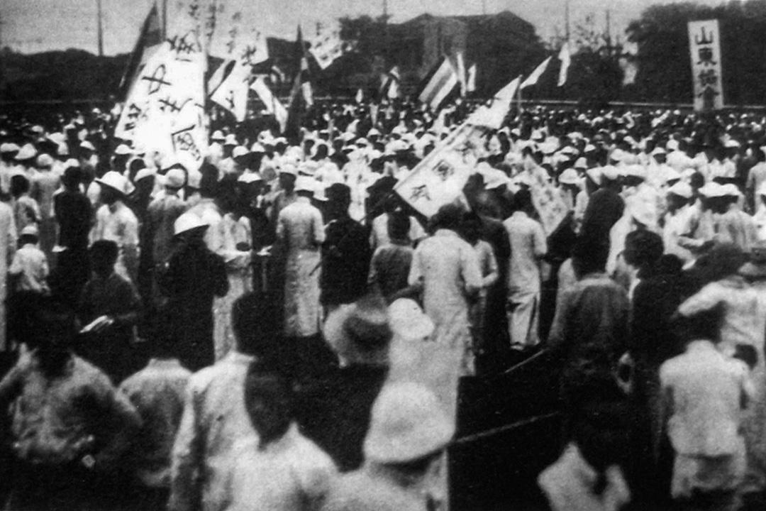 1919年5月7日,上海各界約2萬人在公共體育場舉行國民大會,聲援北京學生愛國運動。