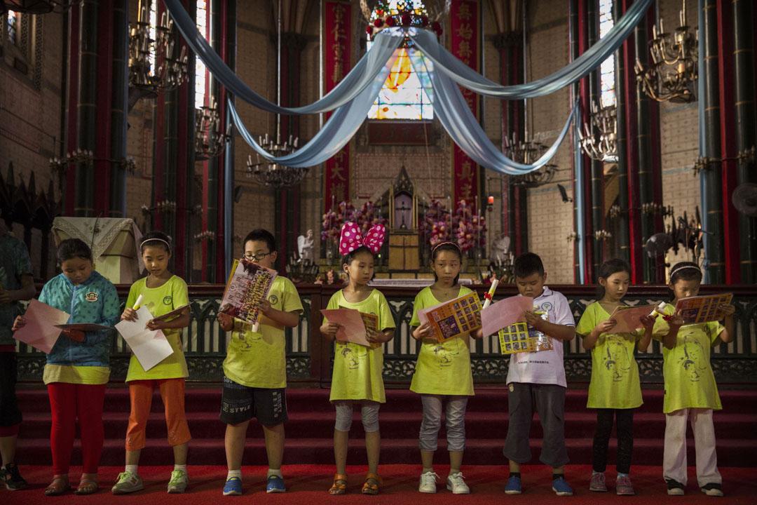 2014年8月14日,中國年輕天主教徒於西什庫天主教堂舉行的夏令營活動。