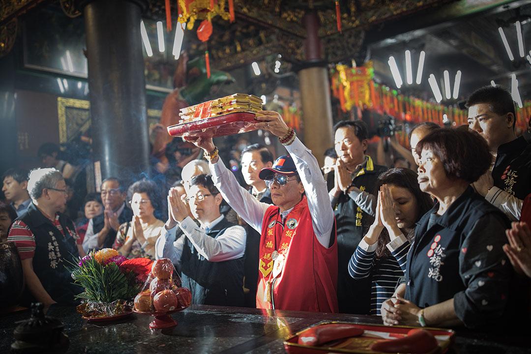 2019年4月17日,郭台銘到板橋慈惠宮拜祭媽祖。