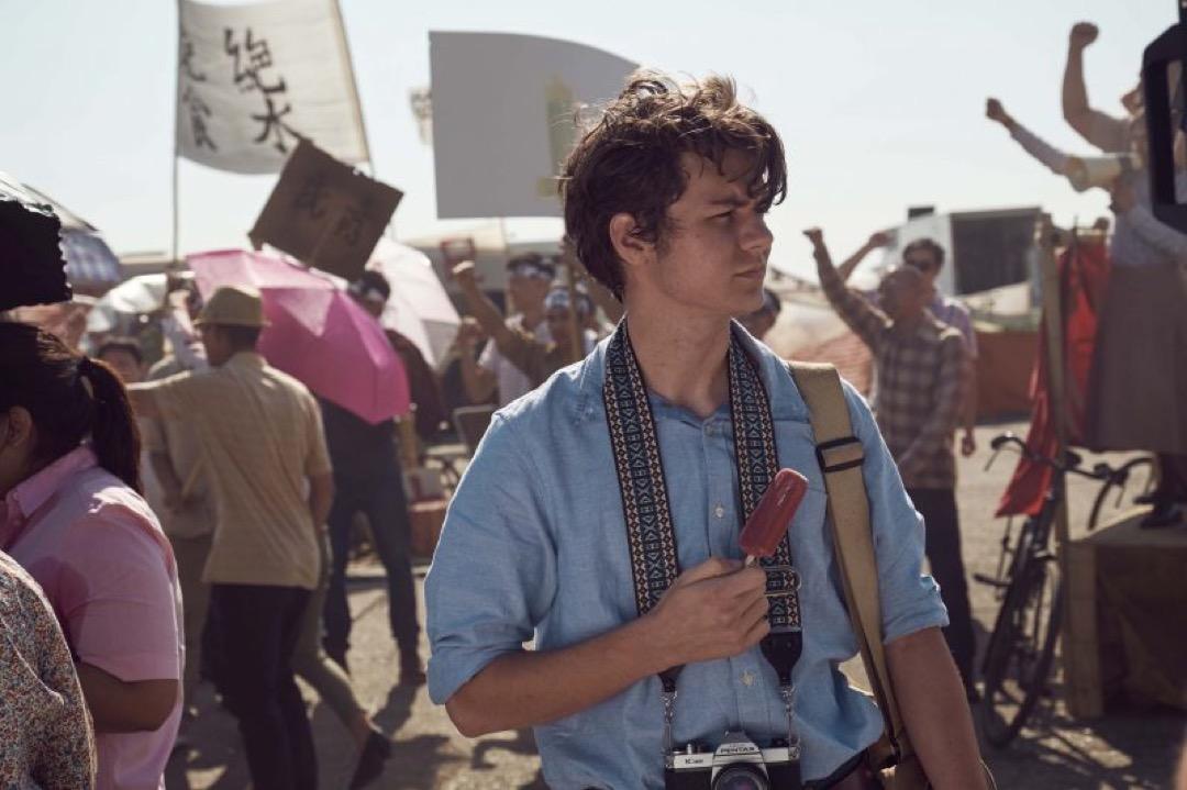 《Chimerica》劇照,圖為主角 Lee Berger年輕時在天安門廣場拍攝八九民運。 網上圖片
