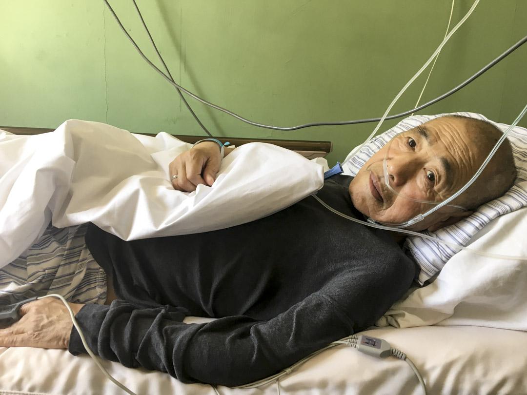 寧國風躺在距離西單不遠的老式綜合醫院裏。