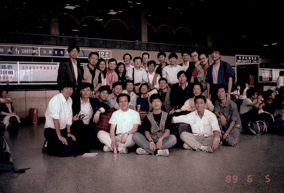 香港傳媒六月五日離開北京前在北京機場合照,前左一為李卓人,上機後被帶走。