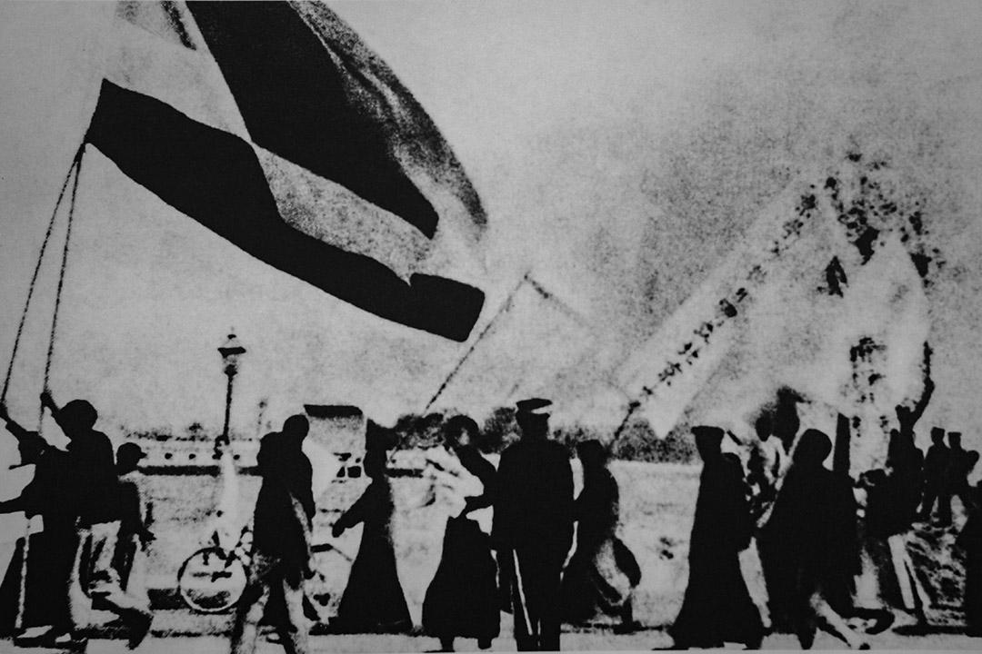 1919年5月4日,北京3000多名愛國學生在天安門前示威遊行,反對列強在巴黎和會上損害中國主權以及北洋軍閥政府的賣國政策。