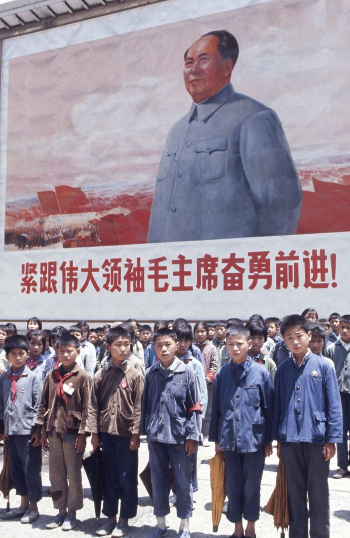 毛澤東實際上是披着五四的叛逆外衣,來實現了五四的遺願,被迫害者也應該想到。他是以打擊五四型知識分子的方式,完成了被打擊者在五四前後他們共同呼喚的事業。