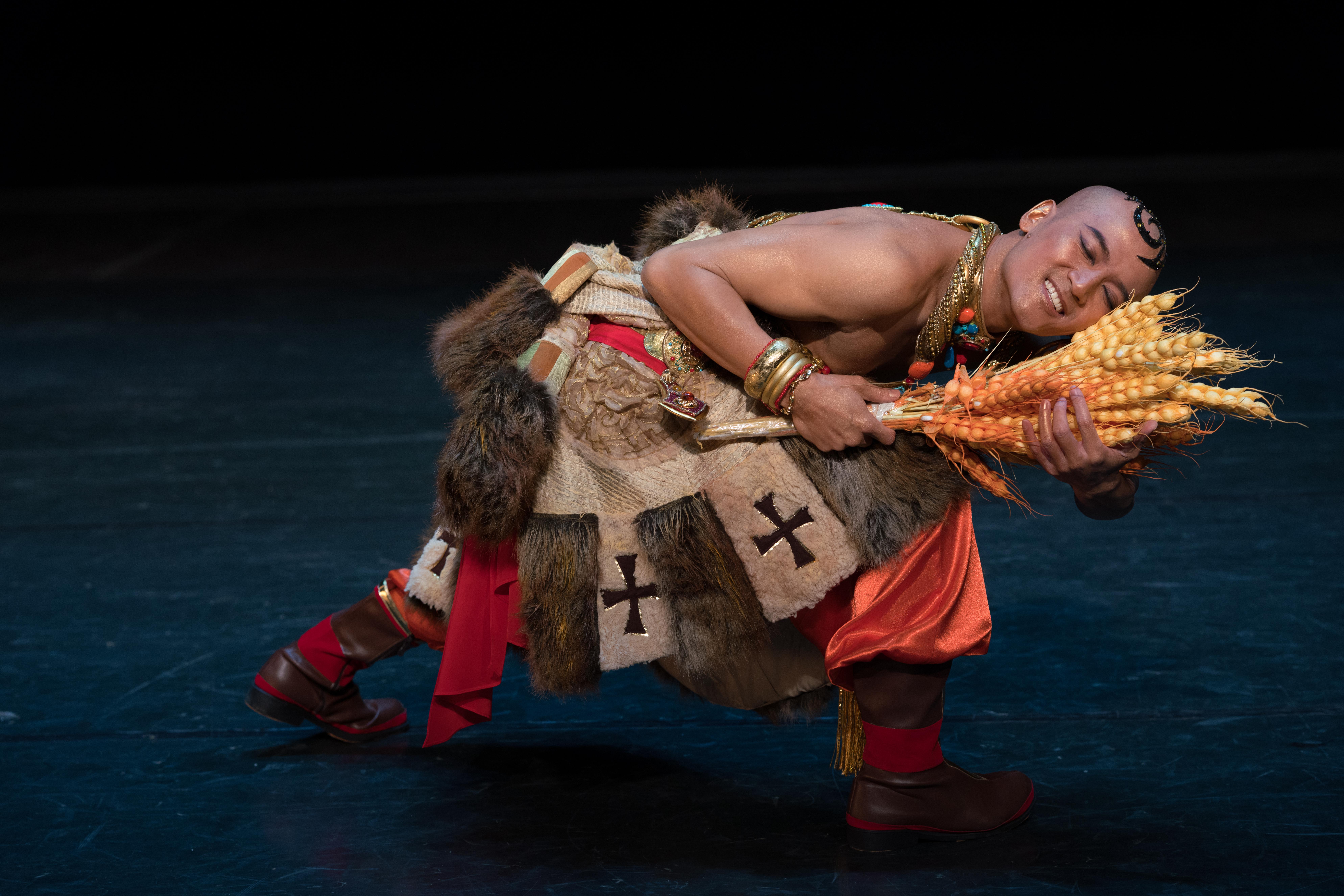 飾演「傻子」的陳榮。(圖:香港舞蹈團)