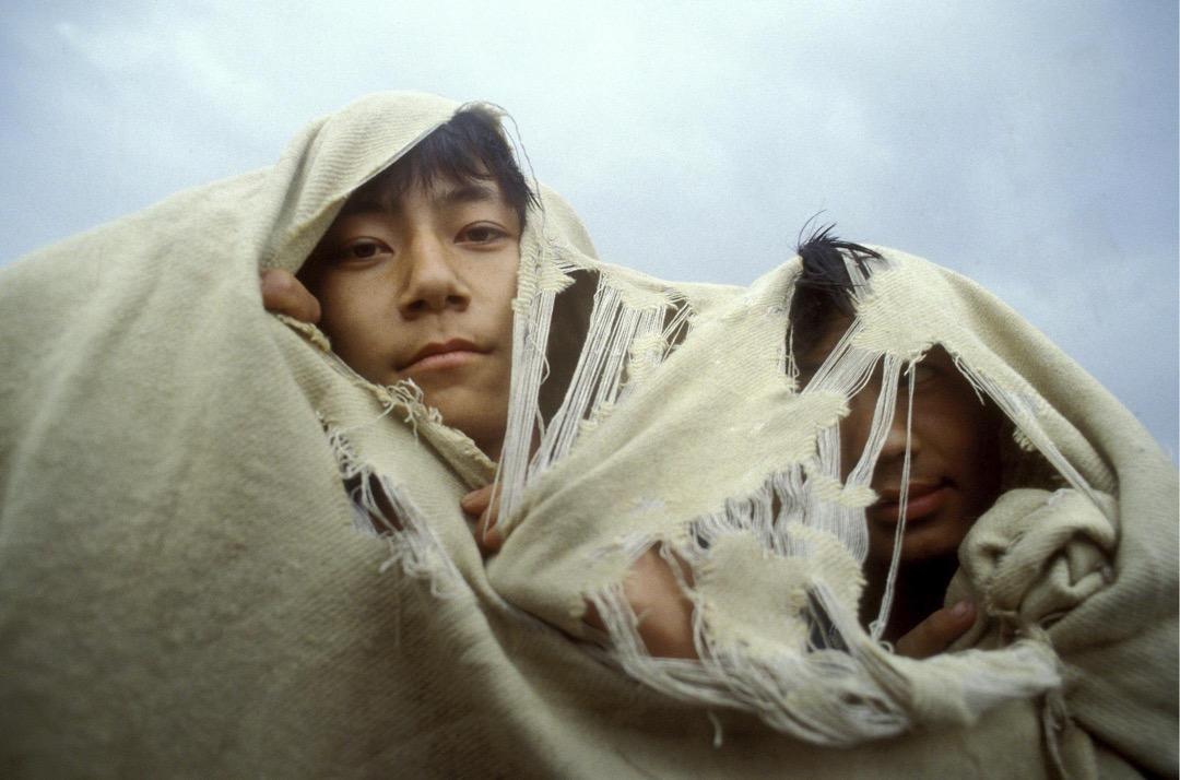 1989年5月25日,北京,兩名在天安門廣場參與民運的學生。