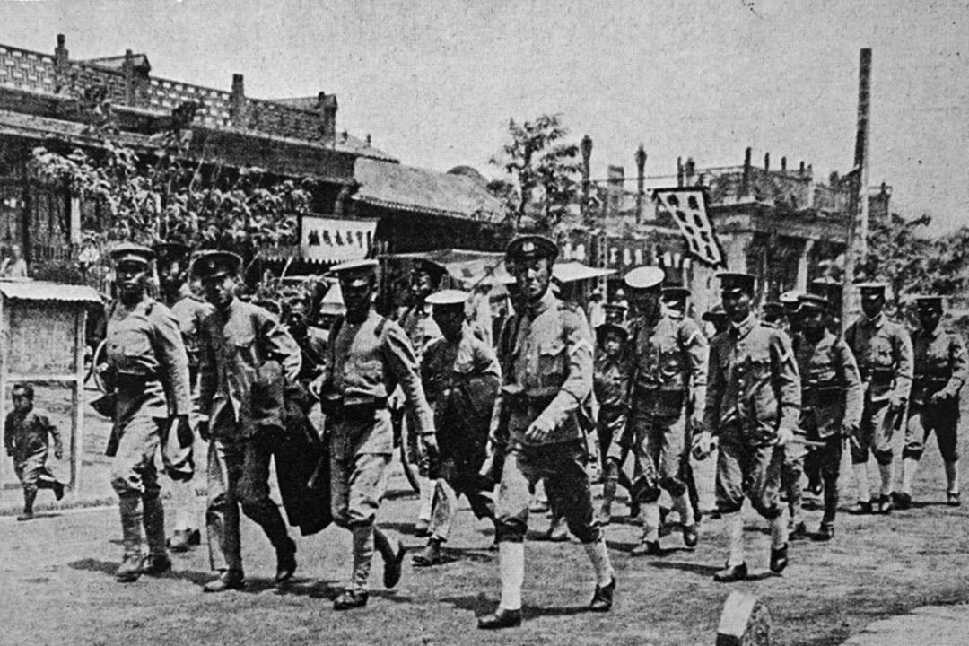 五四運動時期,武警在北京街頭巡邏。