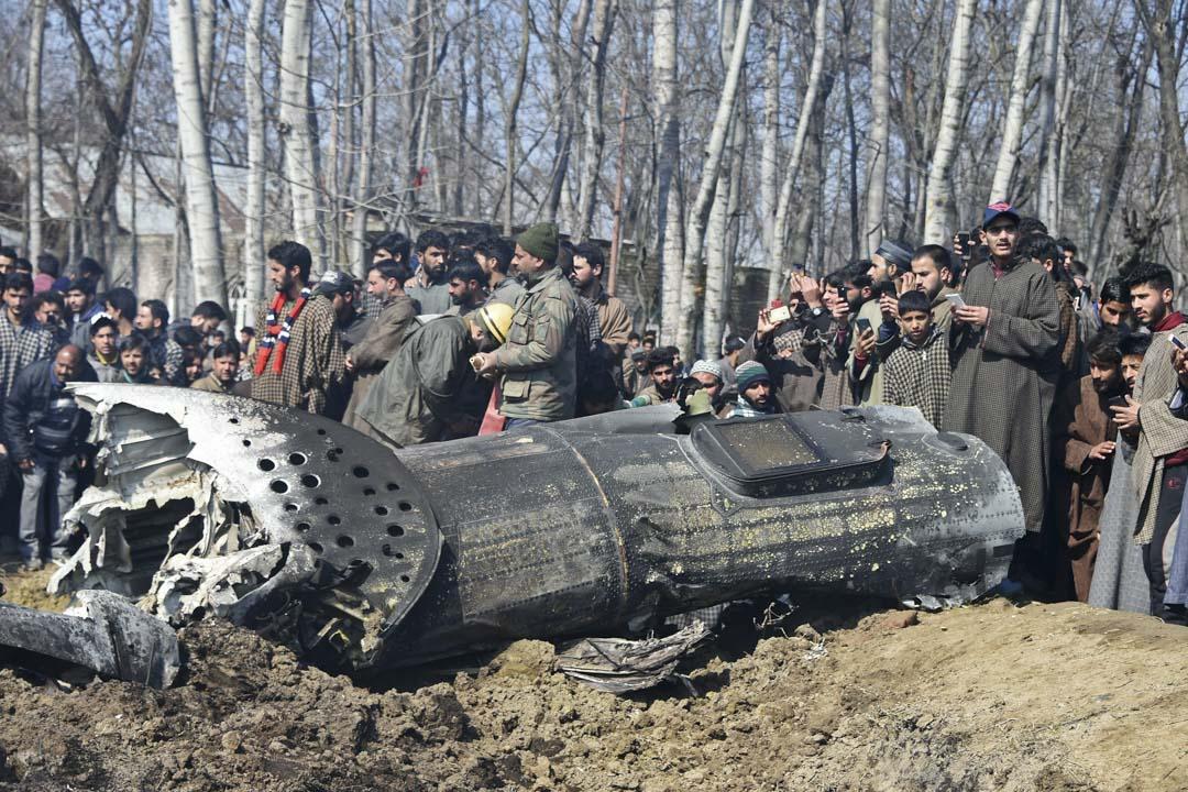 2019年2月27日,印度軍方一架直昇機於印控克什米爾巴德加姆縣墜毁,軍方部隊抵達現場調查事故原因。
