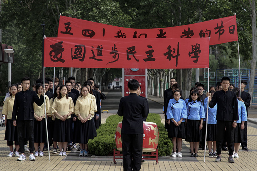 2017年5月4日,在紀念「五四」運動98週年之際,山東聊城大學開展了大學生紀念五四運動98週年主題教育活動。 圖:IC photo