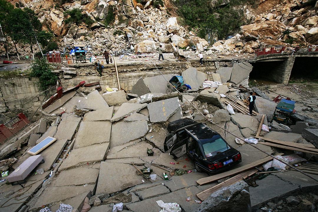 2008年5月14日,中國四川省北川縣一條因地震而倒塌的道路。