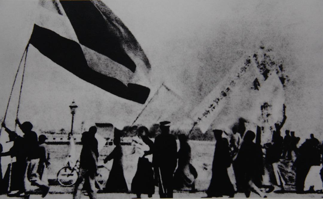 1919年5月4日,北京3000多名愛國學生在天安門前示威遊行,反對帝國主義列強在巴黎和會上損害中國主權以及北洋軍閥政府的賣國政策,五四愛國運動爆發。圖為北京大學學生向天安門進發。