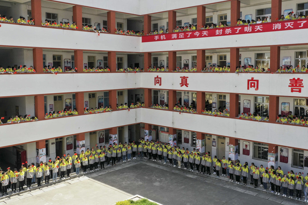 2019年4月16日,湖北一所中學兩千師生在團旗下共同唱響《團歌》,抒發建國70週年、五四運動100週年的心情。