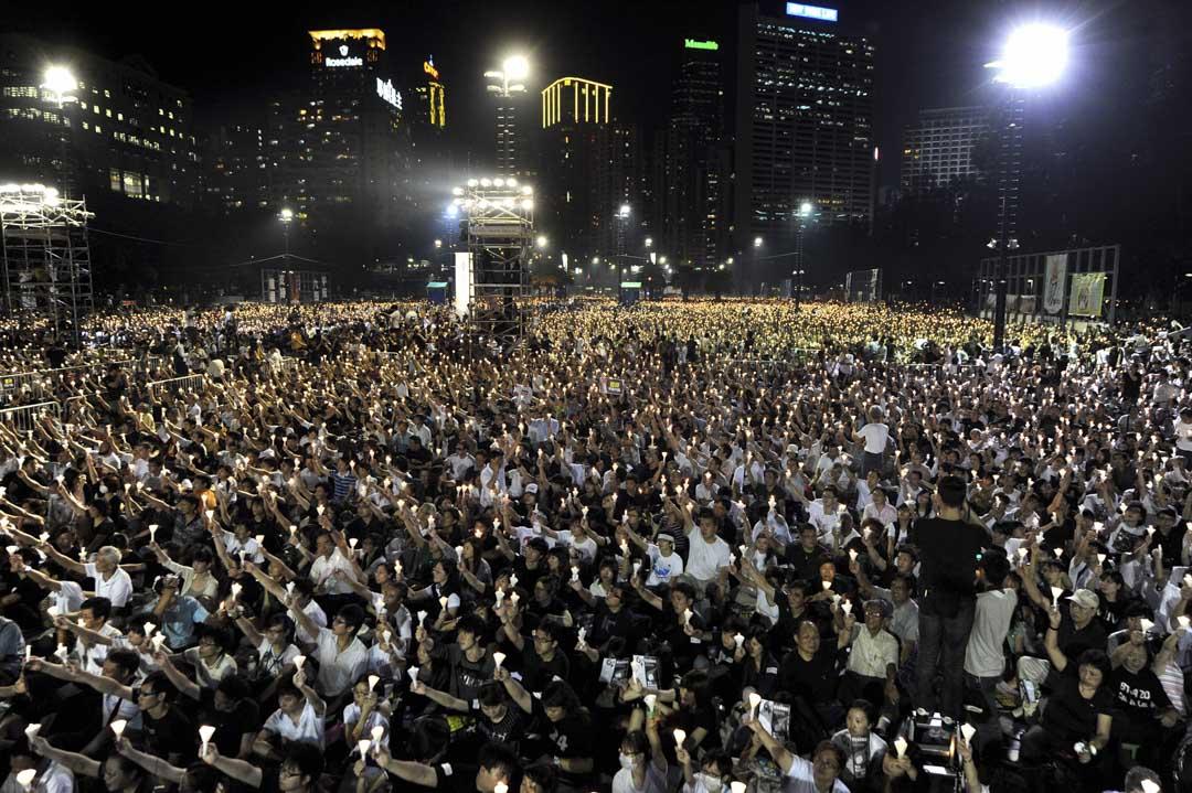 2009年,六四踏入二十周年,一些評論人開始把香港形容為「中國的良心」,廿周年有個很特獨的論述出現,就是不只紀念六四本身,也紀念香港人對六四的紀念。價值化的過程再次出現,把晚會的意涵從紀念提升到長久的堅持。