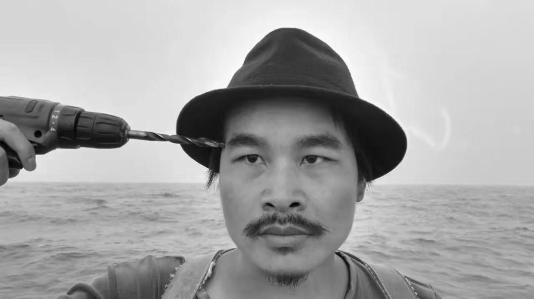 《鑽的人》由年輕藝術家歷檳源主演。