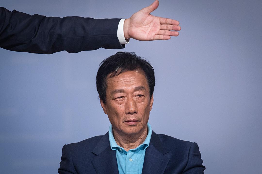 2019年4月30日,台北「突破困境・迎接挑戰——重振台灣競爭力會議」,郭台銘在圓桌論壇台上。