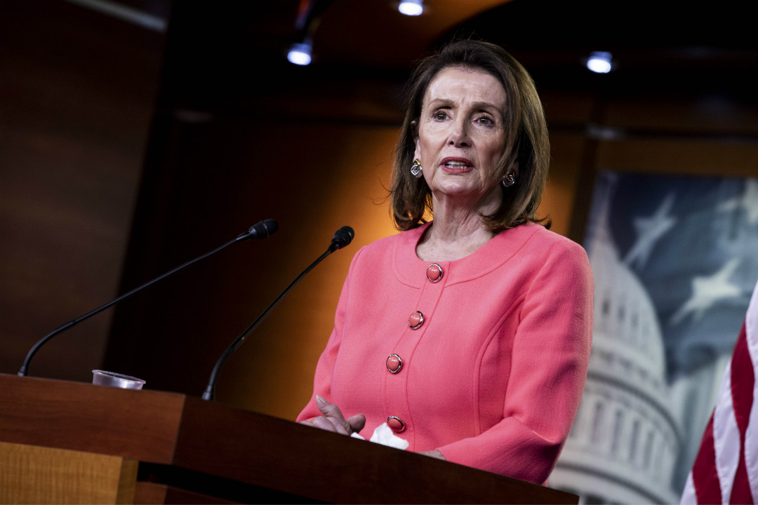 2019年5月2日,美國國會眾議長佩洛西(Nancy Pelosi)在記者會上指責司法部長巴爾(William Barr)「向國會說謊」。 攝:Anna Moneymaker/Getty Images