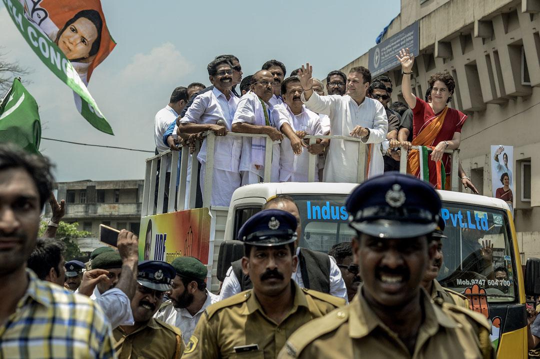2019年4月4日, 甘地家族第四代拉胡爾·甘地(Rahul Gandhi),在印度路演中向人群揮手致意,他是本次大選最有望挑戰莫迪總理大位的人選。