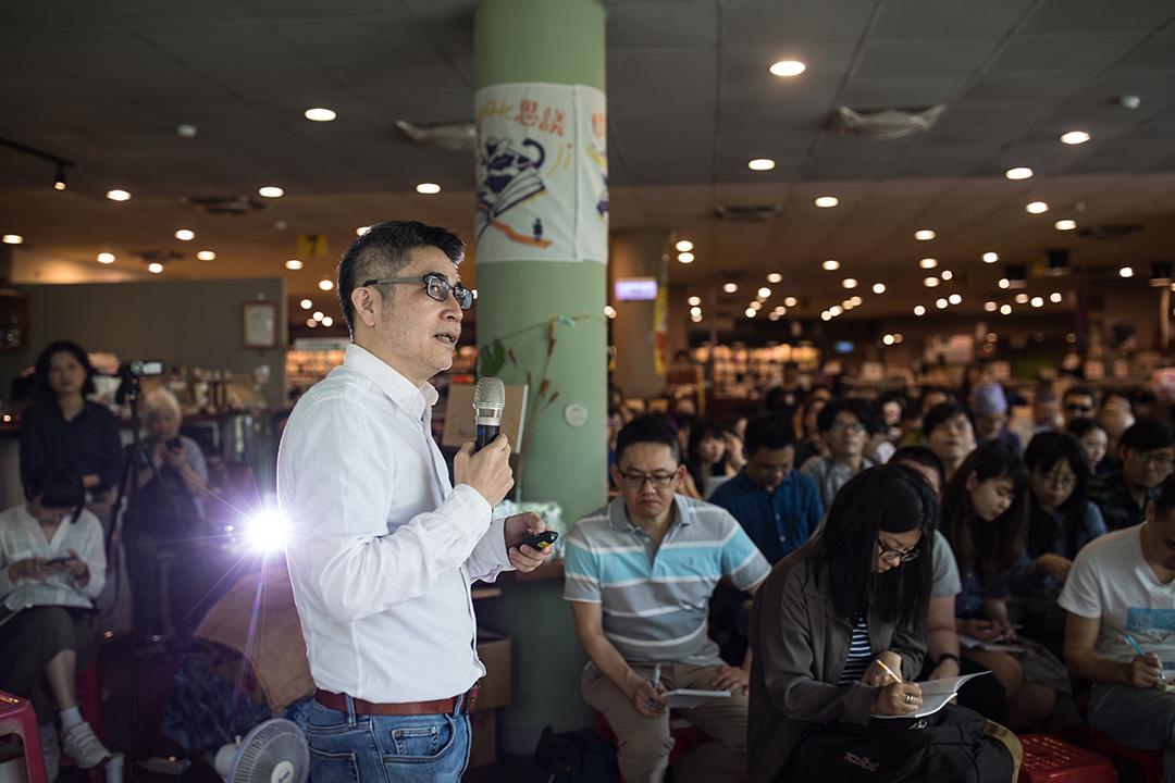 2019年4月10日,吳介民在台灣國立清華大學演講。