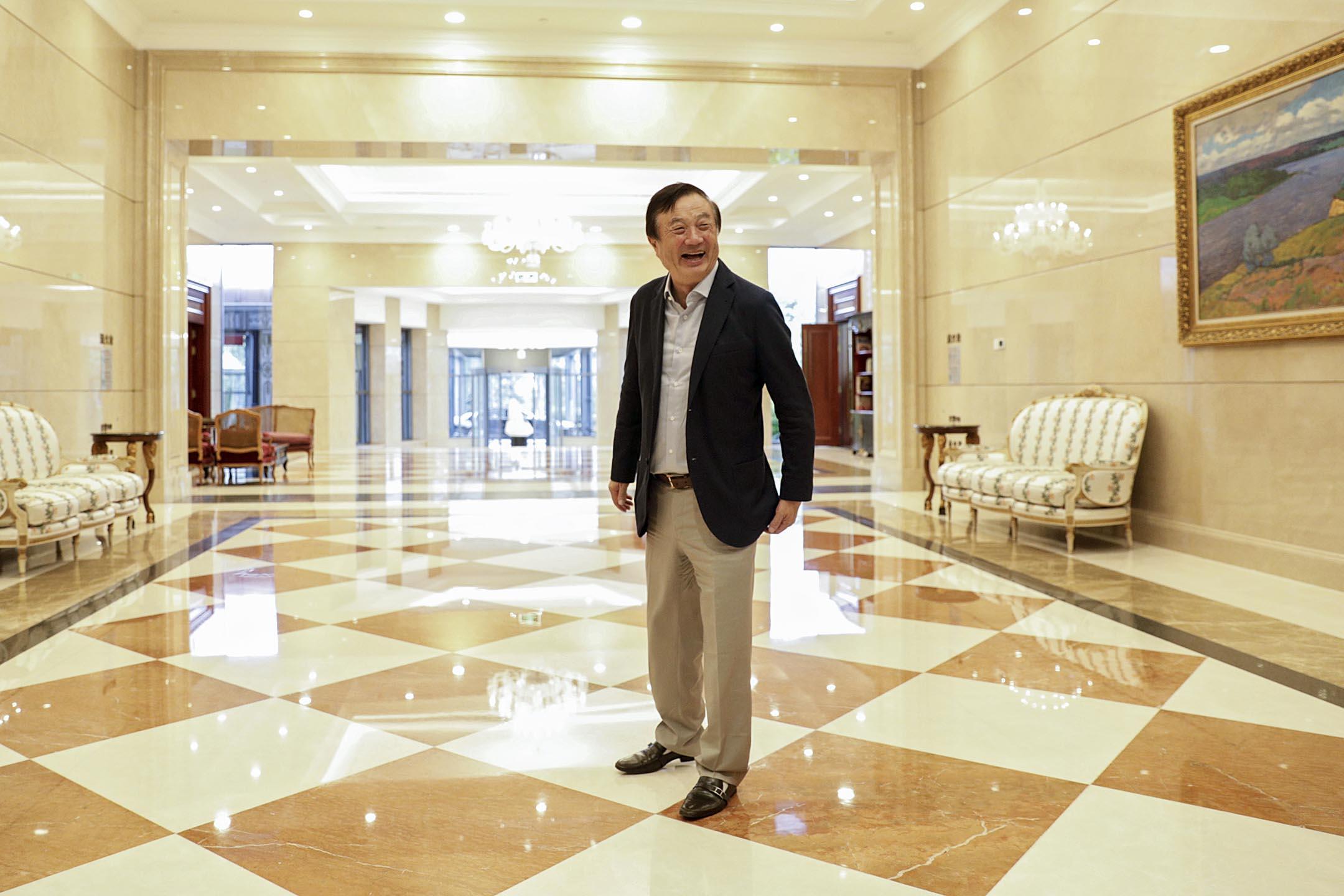 2019年1月15日,任正非在深圳接受國內外媒體的專訪。這是任正非在2015年2月達沃斯論壇上首次接受專訪以來,最為密集地通過媒體闡述華為綱領、剖白個人心跡。 攝:Qilai Shen/Bloomberg via Getty Images
