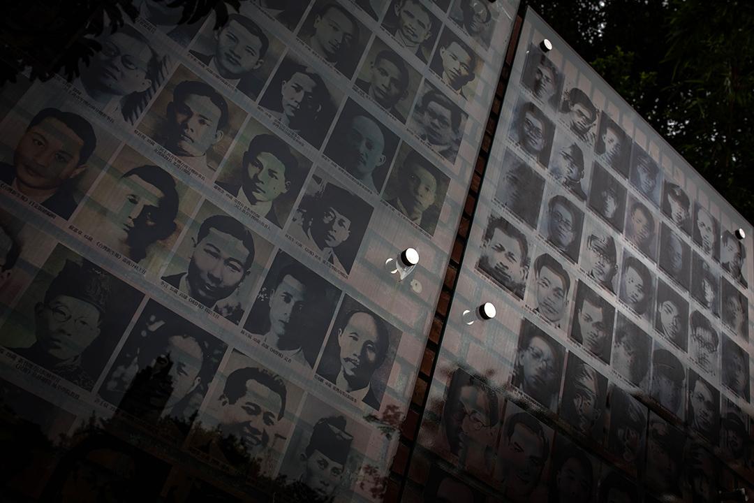 台北二二八紀念館外受難者的肖像。