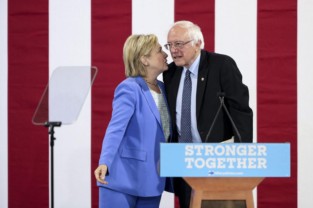 2016年7月12日,桑德斯與希拉里一同出席民主黨競選集會。