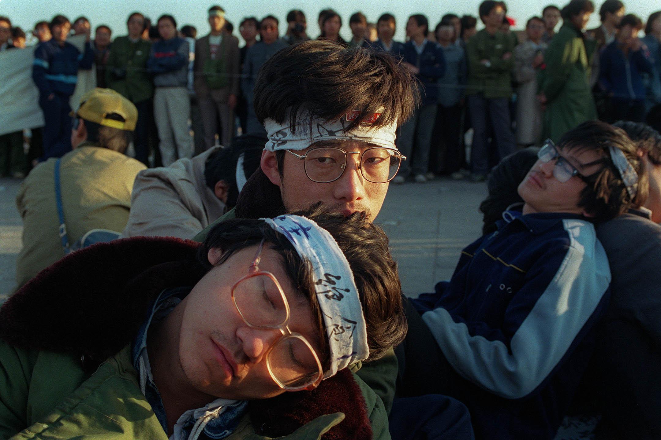 1989年5月14日,數百名北京大學生在天安門廣場發起絕食以抗議中國政府。