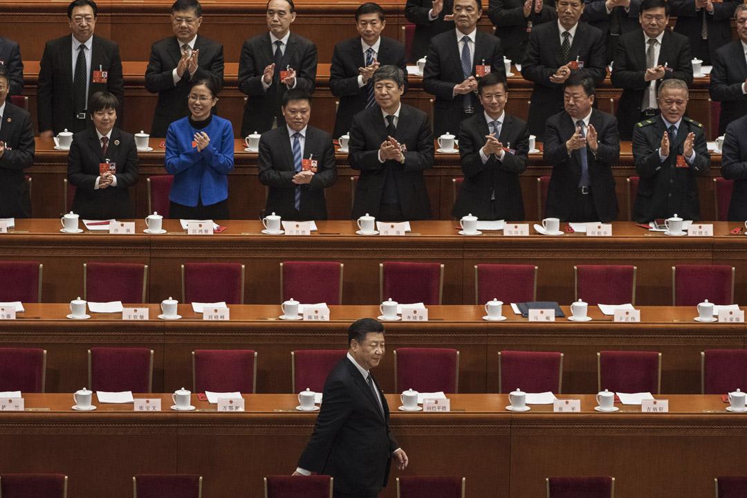 中國必須要改革其經濟模式才能緩和與美國的衝突,在中國最終完成改革之前,實行一些「貿易過渡」措施對雙方都有好處。對美國來說這可以說服強硬派中國有決心改革,而對中國來說,這也增加了改革的迫切性。