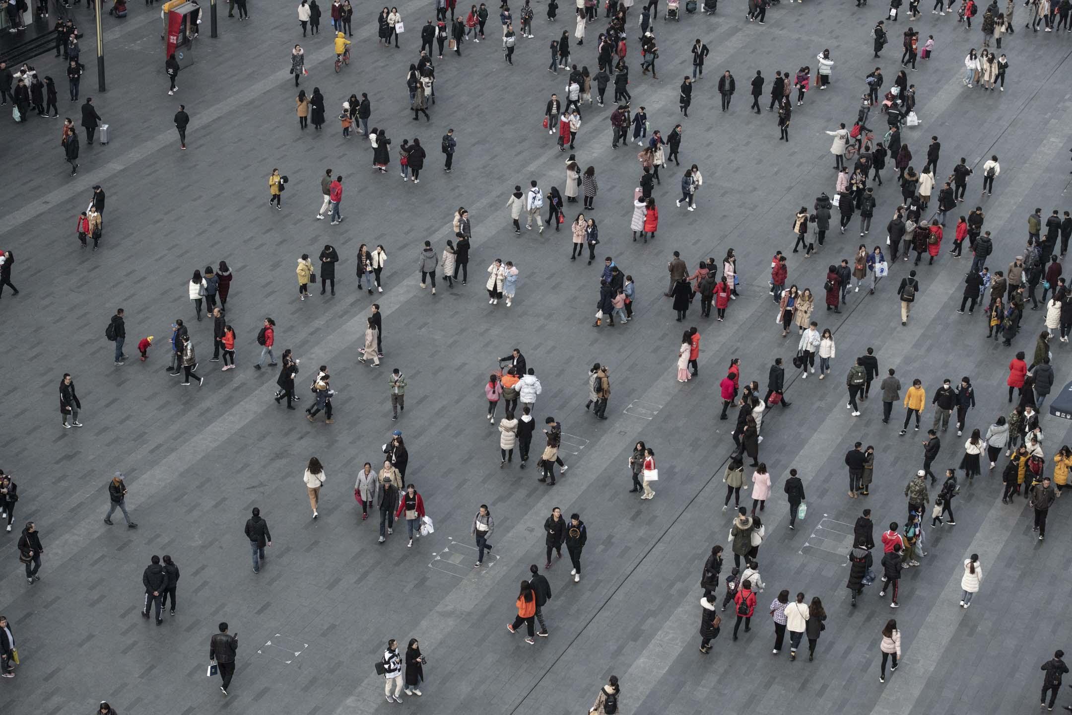 中美貿易戰會導致中國2025年的GDP比正常情況減少1500億-2300億美元,粗略估計,貿易戰帶來的損失佔中國當年GDP的1%左右。 攝:Fred Dufour/AFP/Getty Images