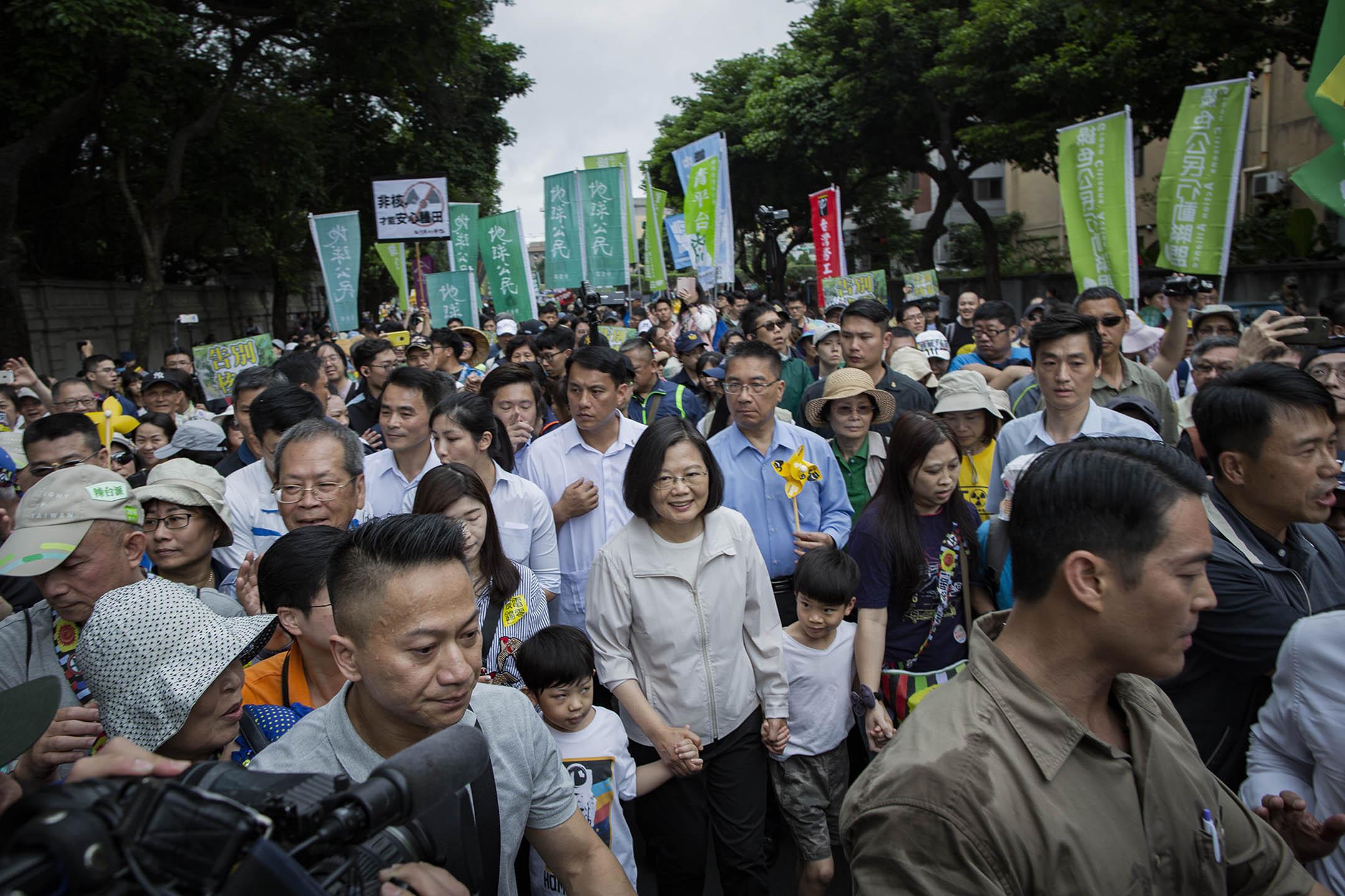 2019年4月28日,蔡英文參加台北廢核大遊行。