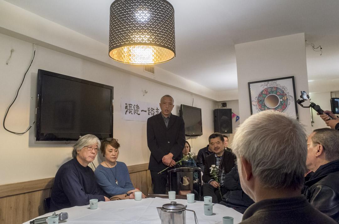 今年4月15日,旅法民運人士張急病去世,年僅49歲。張倫在法國的張健追悼會上。