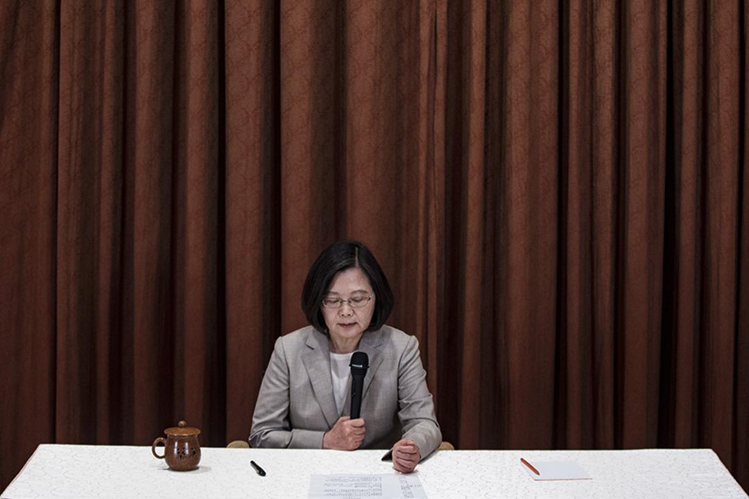 2019年4月9日,蔡英文就民進黨總統初選舉行記者會。