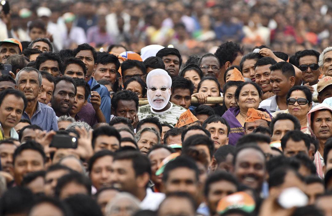 2019年3月30日,印度總理莫迪的大型選舉集會上,支持者戴著其肖像面具出席。