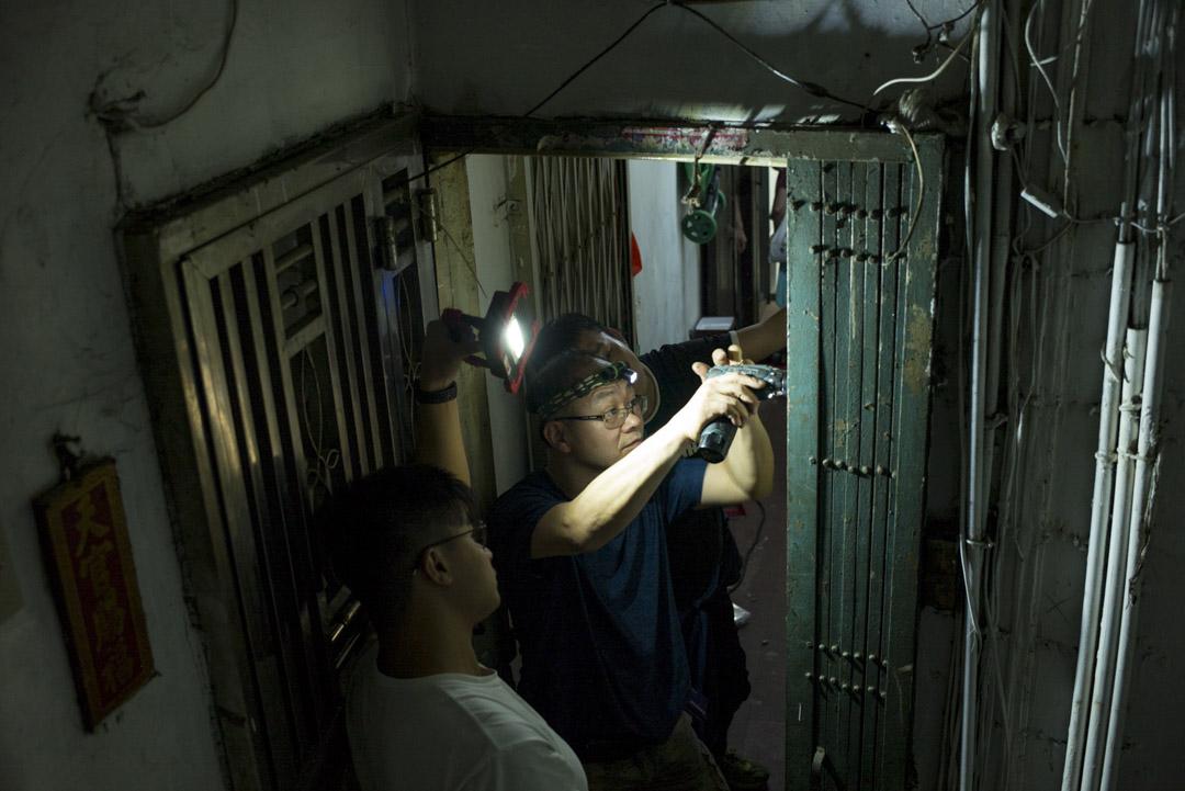 有觀眾分享說「維修香港」是個「陽剛味」很重的團體,對他們來說,有時候「去做」甚至被認為比討論更重要。