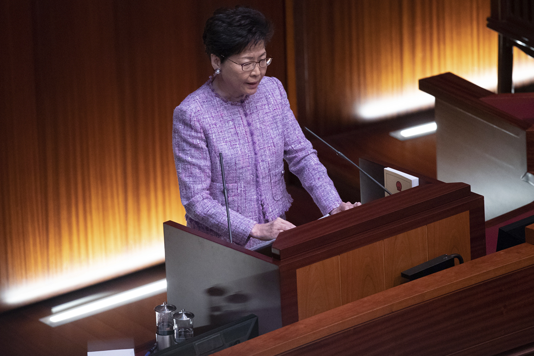 據《南華早報》引述消息報道,香港特首林鄭月娥就修訂《逃犯條例》的態度強硬,曾向官員表明泛民主派的施壓不會奏效。圖為2019年5月9日,林鄭月娥在立法會出席答問會。 圖片來源:東方 IC