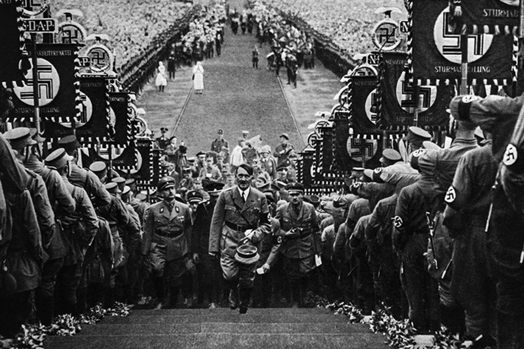 1934年10月1日,德國的獨裁者希特勒在Bückeberg。  圖:Hulton Archive/Getty Image