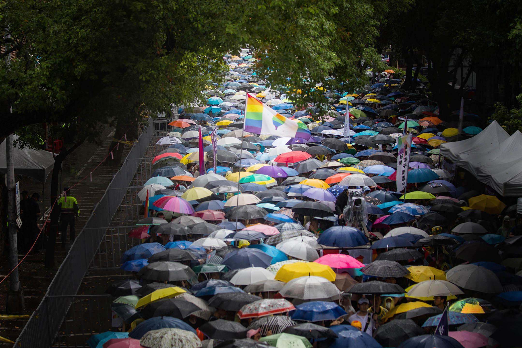 2019年5月17日,台北立法院外挺同團體發起集會,逾四萬人冒雨參加。