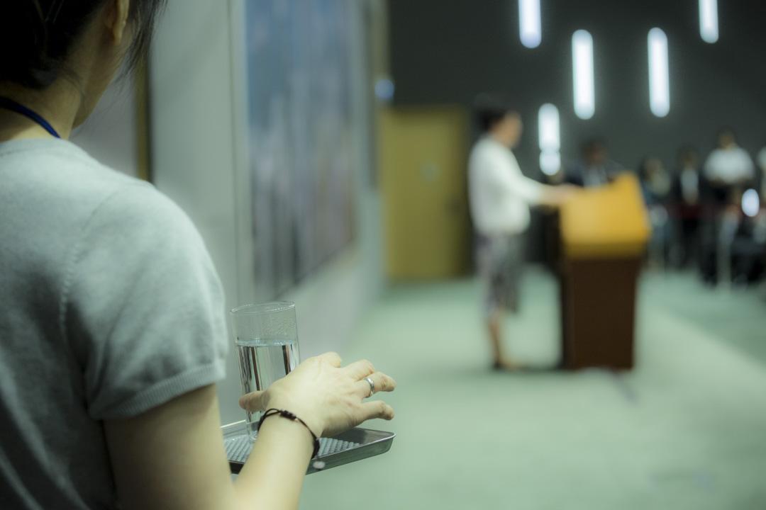 2016年6月15日,林鄭月娥召開記者會,宣布暫緩修訂《逃犯條例》 。