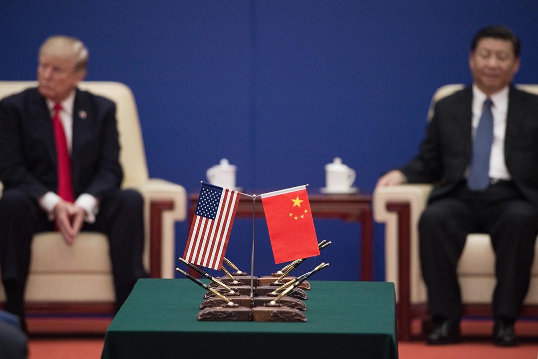 2017年11月9日,美國總統特朗普(左)和中國國家主席習近平出席北京人民大會堂舉行的商界領袖活動。 攝:Nicolas Asfouri/AFP via Getty Images