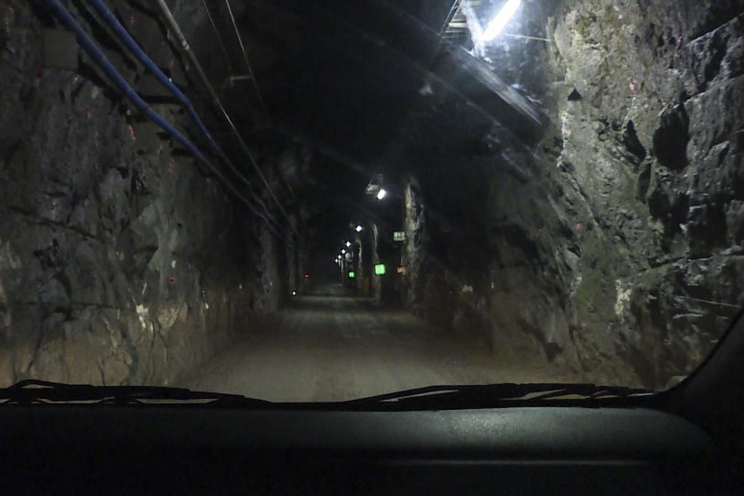 隧道開車。