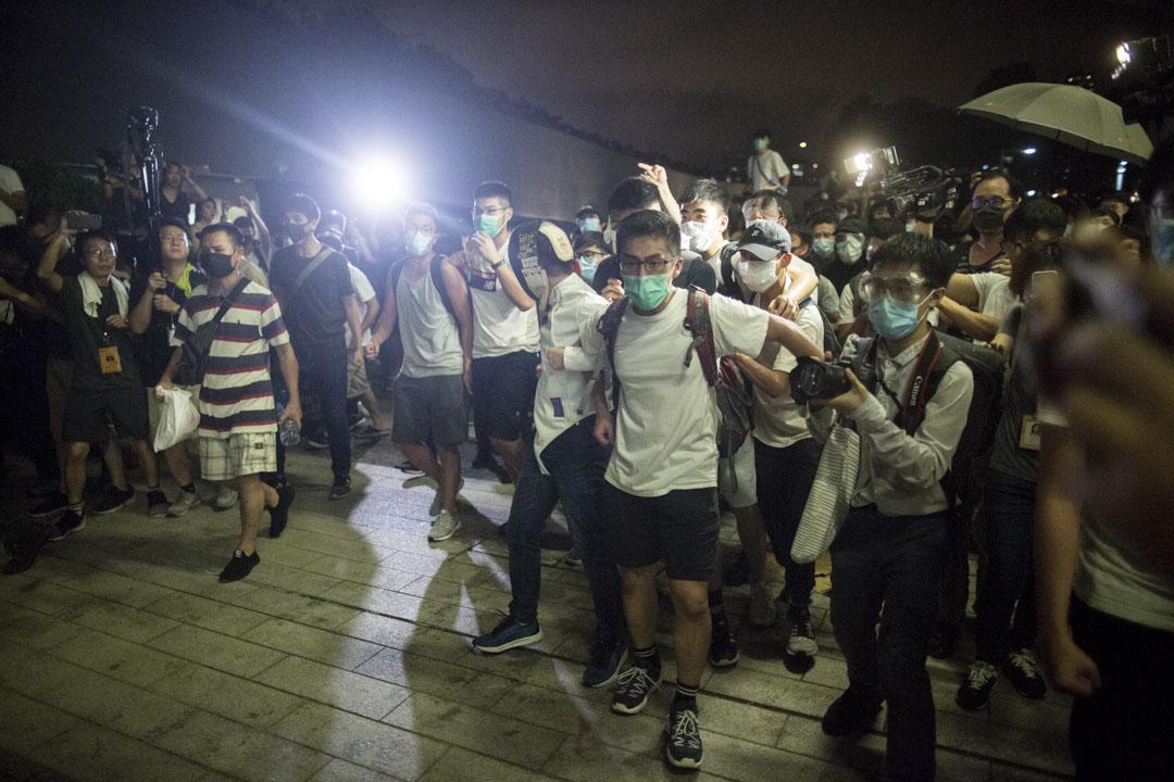 2019年6月10日凌晨12時後,警方強行清理立法會停車場。