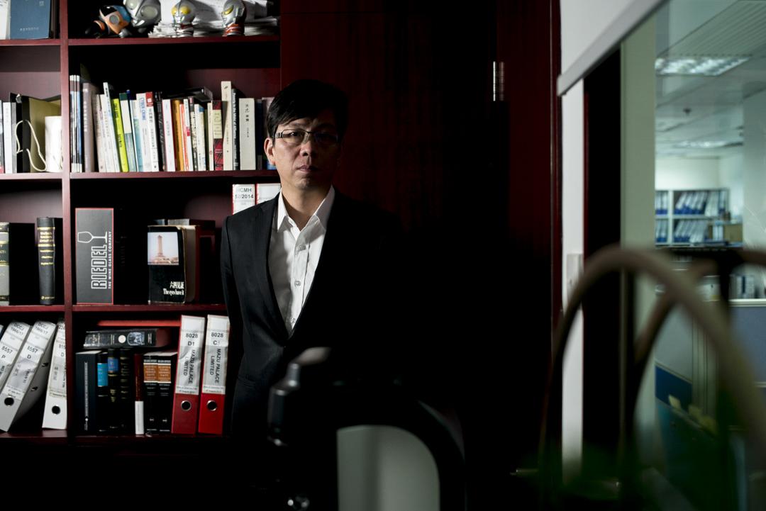林洋鋐(原名林耀強),現在是一名律師。